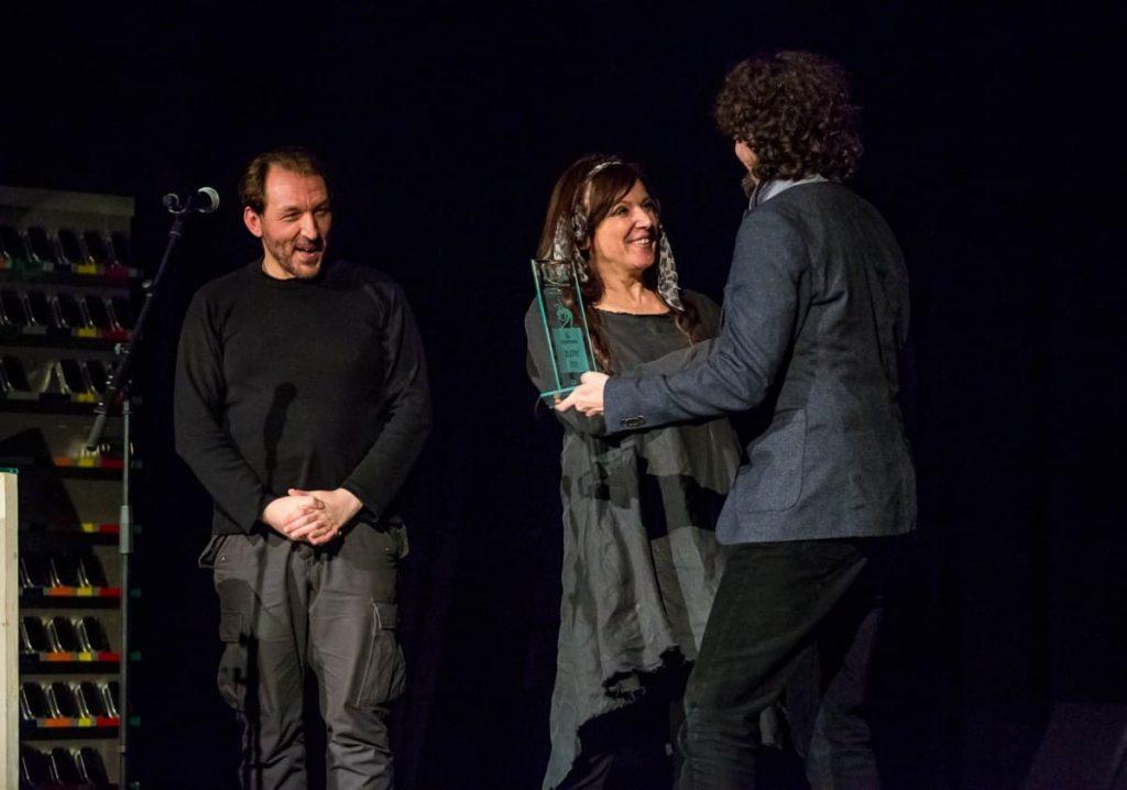 Nagrada 'Zlatni zub' oštroj satiričnoj predstavi 'Za umrijet od smijeha'
